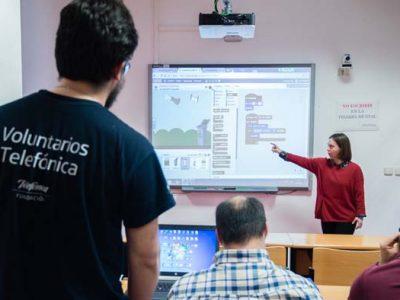Actividad en clase de nuevas tecnologías de Down Madrid