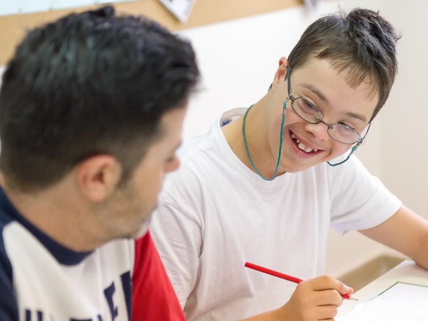 Ayuda a personas con Síndrome de Down, ¿Cómo ayudar a las personas con discapacidad intelectual?